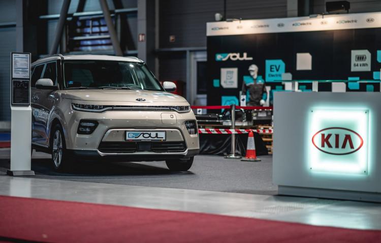 KIA - Přijďte se podívat a vyzkoušejte na veletrhu čisté mobility e-Salon techniku modelu e-Niro. Možnost testovací jízdy elektromobilů sdojezdem až 648 km.