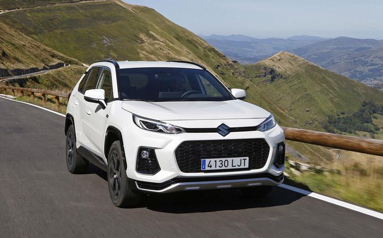 Suzuki Across vstupuje do českého prodeje. Zatím jen pro pár vyvolených